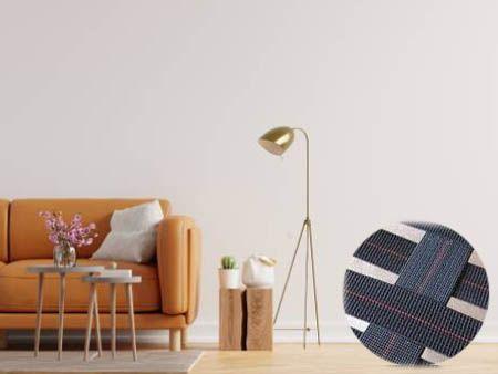 沙发配件有弹性带。