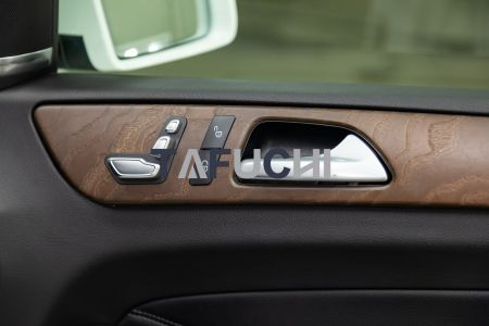 The car interior is decorated with PVC wood grain sheet, which are beautiful and textured.