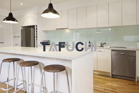高光壓克力板適合作為廚具面板。
