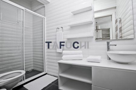 A bandagem de borda é utilizada em armário de banheiro, que pode bloquear efetivamente a água e a umidade, proteger a placa interna e diminuir a substituição do armário de banheiro. Além disso, o design das faixas nas bordas torna a sensação geral mais refinada e texturizada.