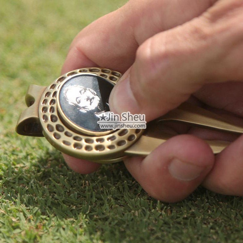 Customized classic golf accessories for golfers