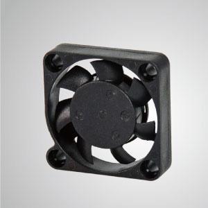 El ventilador de enfriamiento TITAN- DC con ventilador de 30 mm x 30 mm x 7 mm, proporciona tipos versátiles para las necesidades del usuario.