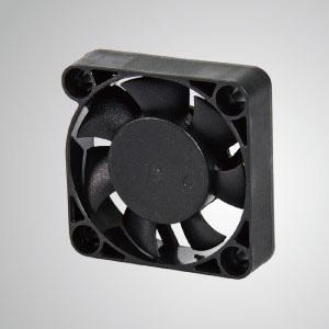 TITAN- DC Cooling Fan con ventilador de 40 mm x 10 mm, proporciona tipos versátiles para las necesidades del usuario.