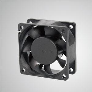 El ventilador de enfriamiento TITAN- DC con ventilador de 60 mm x 60 mm x 25 mm proporciona tipos versátiles para las necesidades del usuario.