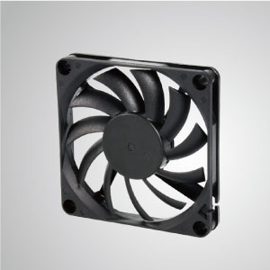 El ventilador de enfriamiento TITAN- DC con ventilador de 70 mm x 70 mm x 10 mm proporciona tipos versátiles para las necesidades del usuario.
