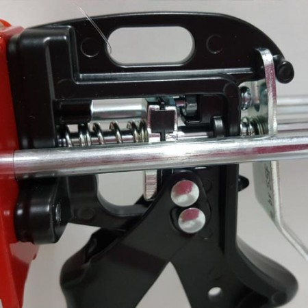 385ml wear compensating device caulking gun