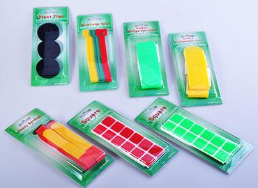 綑綁物品或黏貼物品時會用到的萬用魔鬼氈黏扣帶小包裝。
