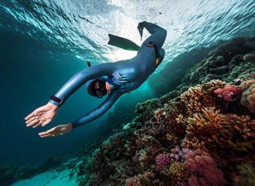 水上活動用衣著材料。