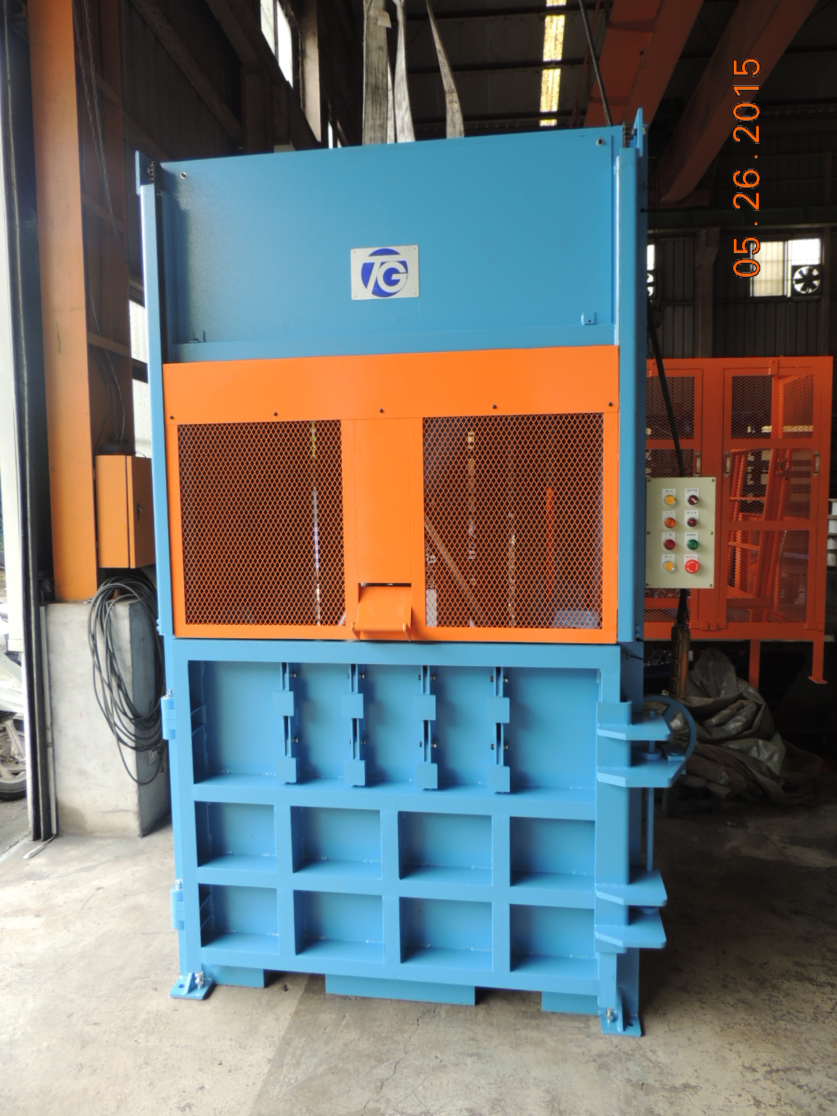 Vertical Waste Baling Press
