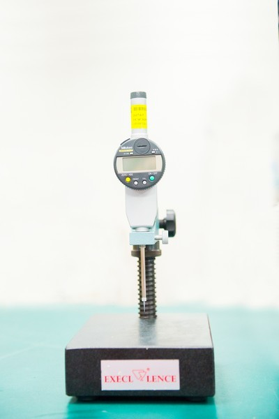 Contact Blade Posistion Measurement