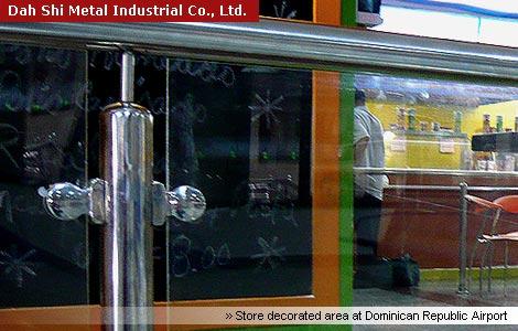 Dah Shi roestvrijstalen reling fitting wordt gebruikt in winkel ingericht gebied op Dominicaanse Republiek Airport