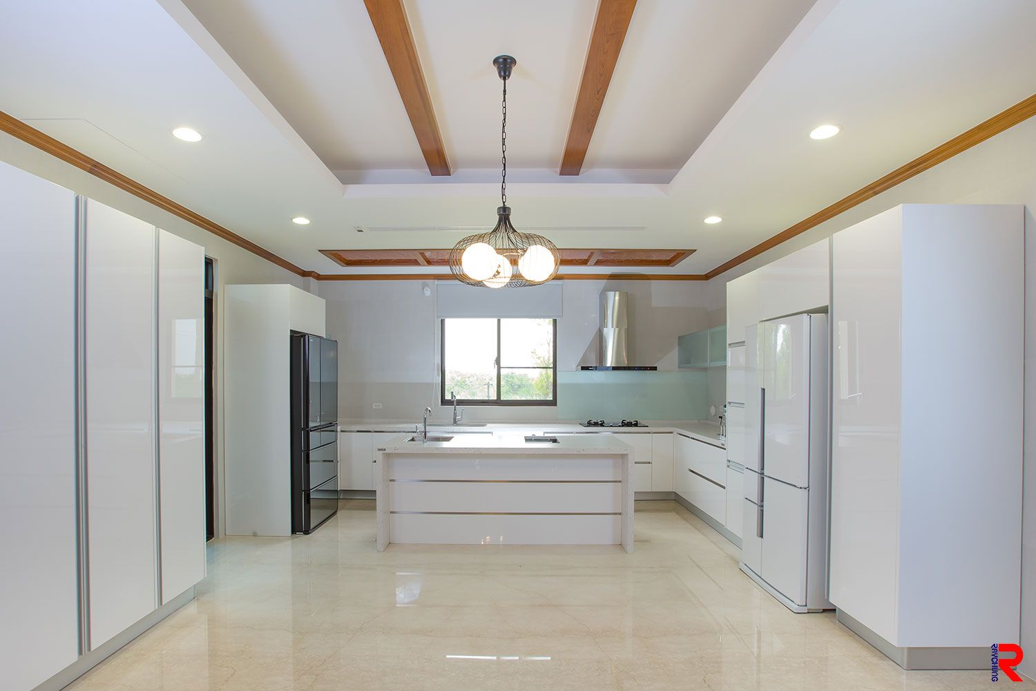 The acrylic cabinet shown in this kitchen picture adopts Ray Chung's acrylic  sheet. As shown. Acrylic Design Table